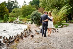 bröllopsfotografering i edsbergsparken i sollentuna
